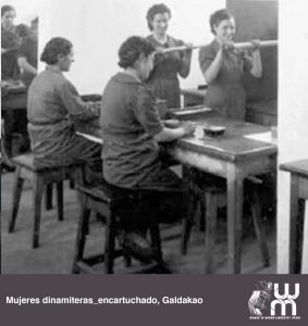 Mujeres dinamiteras encartuchando en Galdakao
