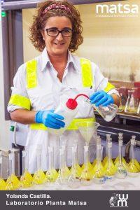Yolanda Castillo en el laboratorio